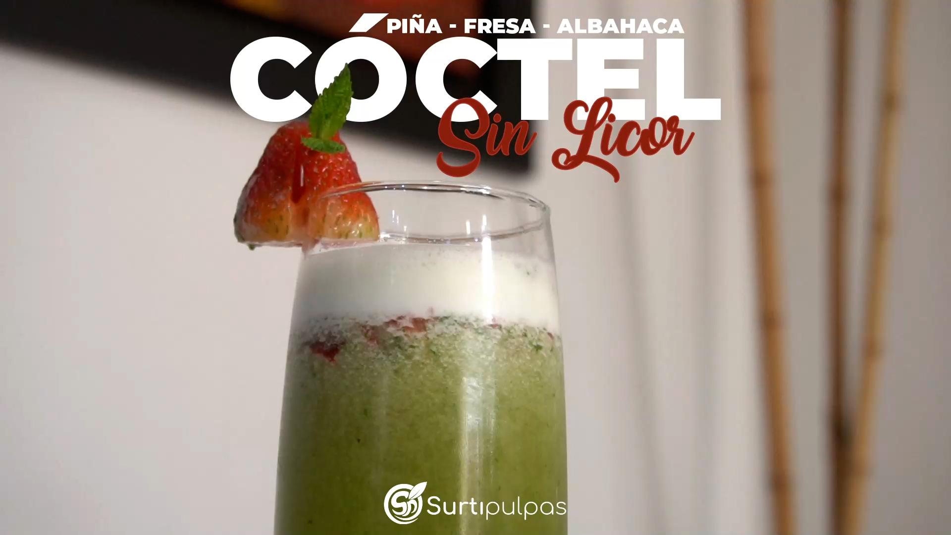 Cóctel sin Licor de Piña, Fresa, Albahaca